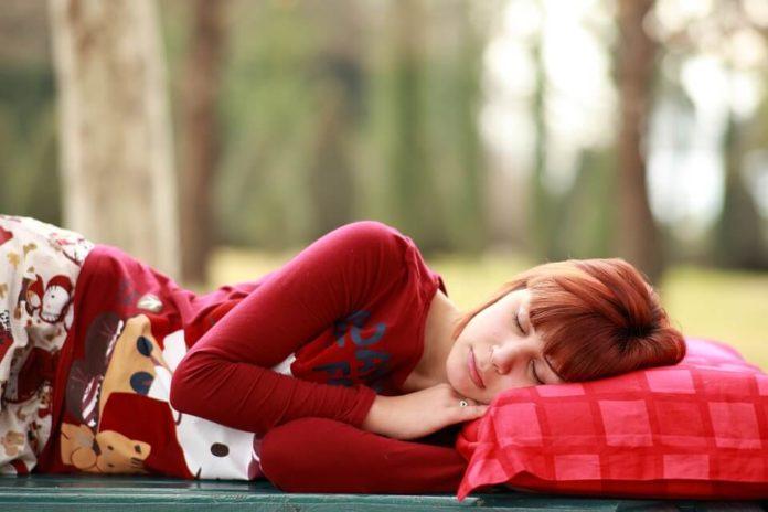 žena, spavanje, proljetni umor
