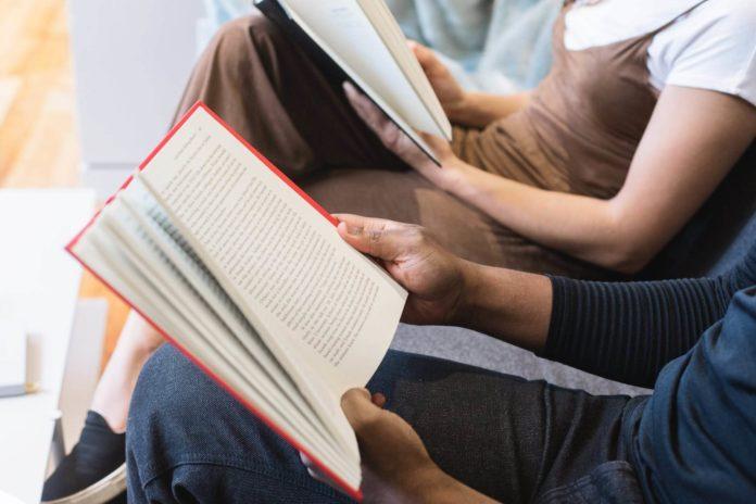 muškarac, žena, čitanje knjiga