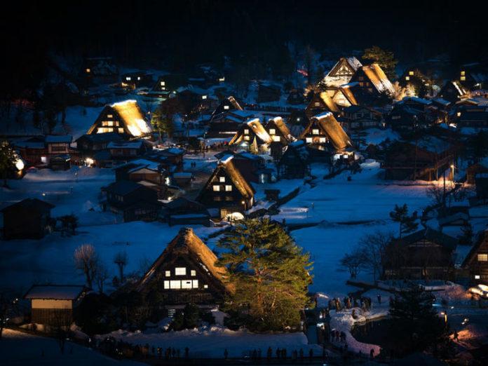 zimski praznici, kuće pod snijegom
