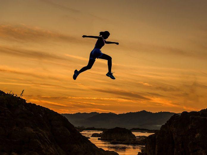 žena koja trči, sport, bavljenje sportom
