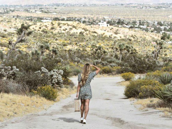 Cassie De Pecol, putovanja