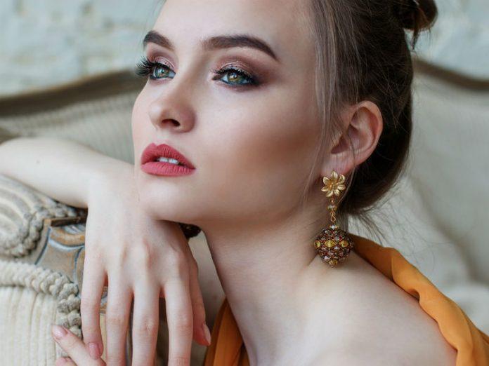 portret djevojke, model